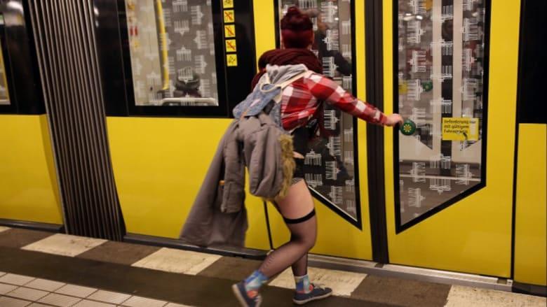 حمى نزع البنطلون في مترو الأنفاق