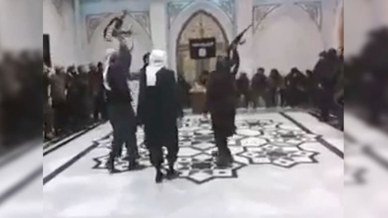 """بالفيديو.. مقاتلو """"داعش"""" يرقصون في الرقة"""