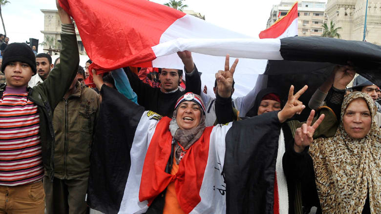 المصريون يحتفلون بالثورة كل على هواه