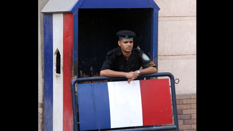 فرنسا تحذر رعاياها في مصر