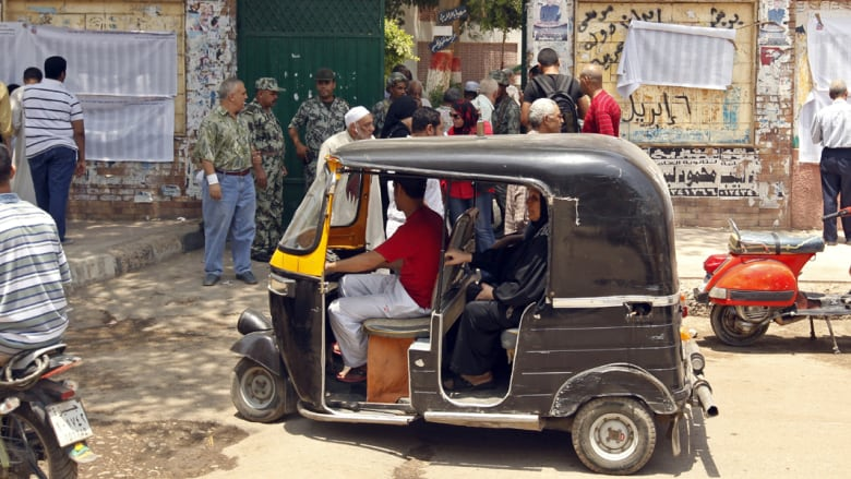 """حكومة مصر تحظر استيراد """"التوك توك"""" والدراجات البخارية"""