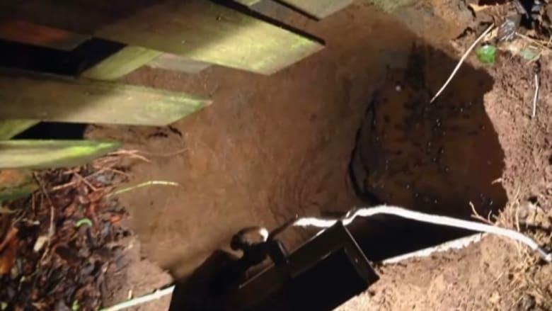 إنقاذ سيدة سقطت في حفرة عميقة بأمريكا