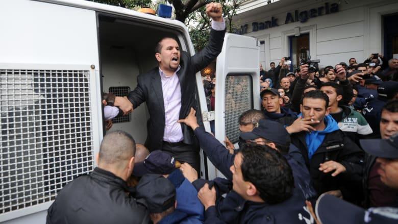 الجزائر: الأمن يفرج عن 100 صحفي ومحتج رافض لترشح بوتفليقة