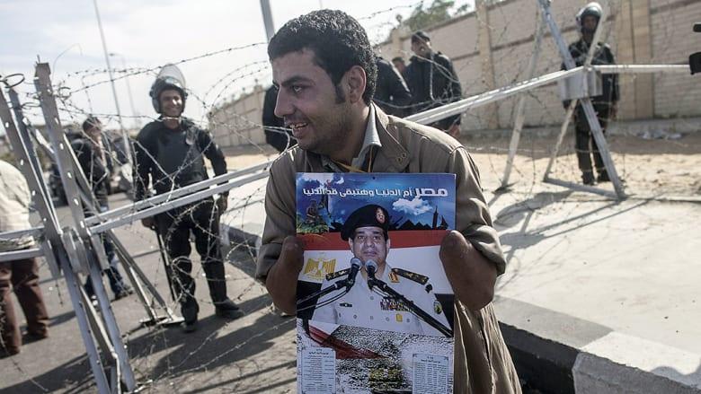 صحف: صور السيسي في ليبيا وتنافس لبيع الأسلحة للعراق