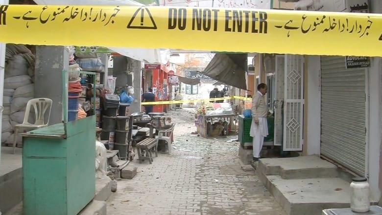 عشرات القتلى والجرحى بهجوم انتحاري على محكمة بباكستان