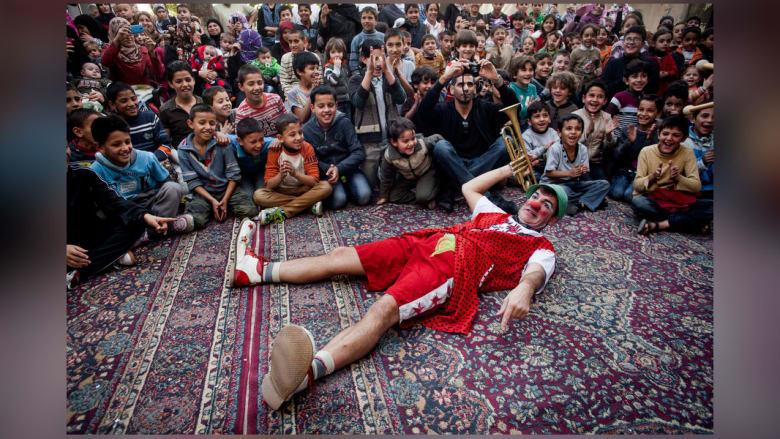 """""""مهرجون بلا حدود"""" يعيدون البسمة لأطفال سوريا اللاجئين"""
