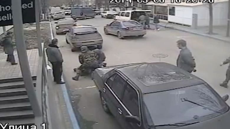 مهاجمة إعلاميين بالقرم من قبل مسلحين مقنعين