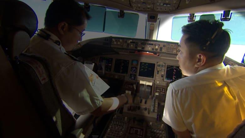 بدون تعليق.. CNN برفقة مساعد الطائرة المفقودة قبل اختفائها
