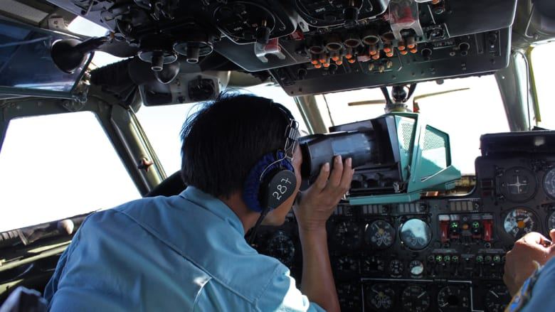 لا أثر للطائرة الماليزية وشكوك حول هوية ركاب يزيد غموض مصيرها