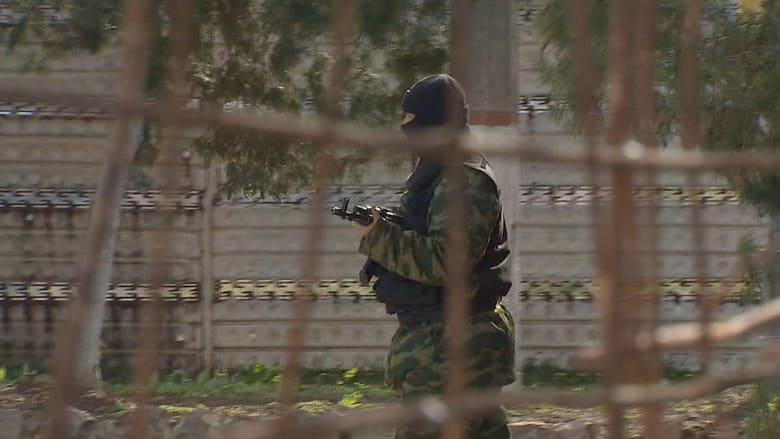 جنود موالون لروسيا يسيطرون على قاعدة أوكرانية بالقرم