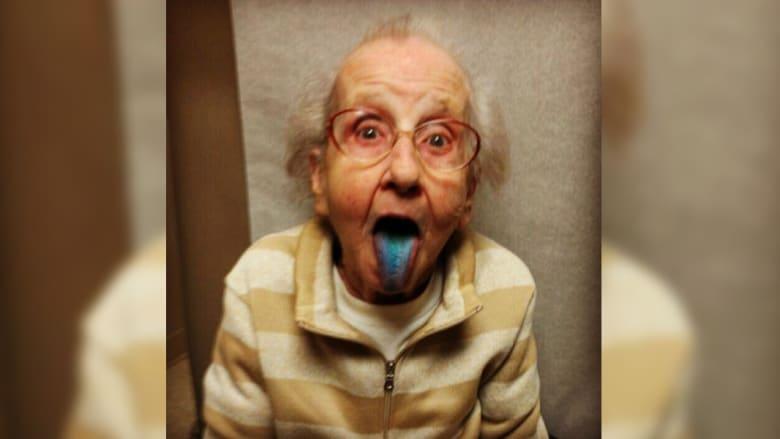 """مايلي سايريس الإنستغرام """"الجدة بيتي"""" تتحول لصرعة عبر الإنترنت"""