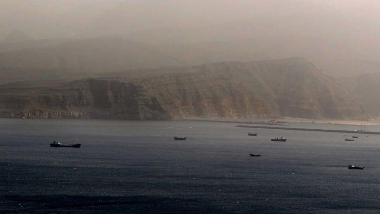 إطلاق نار على سفينة شحن ومطاردة أخرى بمضيق هرمز بين إيران وعُمان