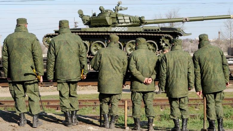 """روسيا تحذر من """"استفزازات"""" بشرق أوروبا وتستدعي سفيرها لدى الناتو"""