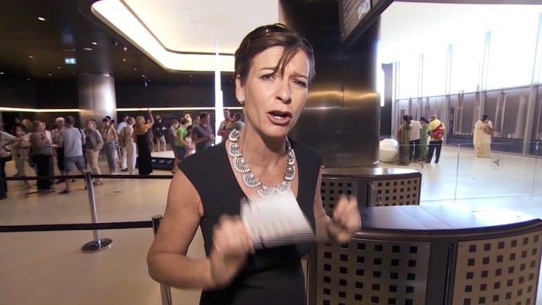 كواليس برنامج نجمة CNN بيكي أندرسون من دبي