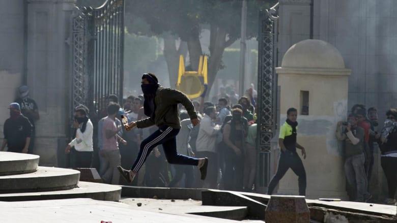 يحدث في مصر.. 37 جريحاً باشتباكات وانفجارات بجامعات ومدارس