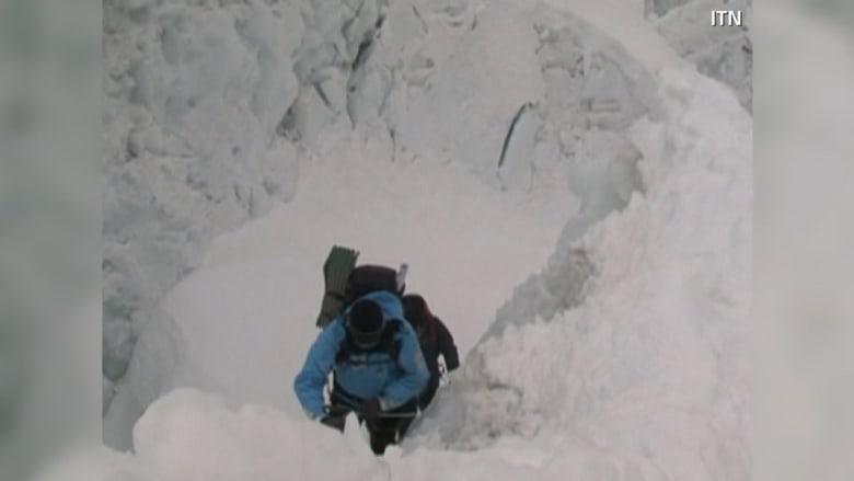 أسوأ انهيار جليدي بقمة إيفرست.. 12 قتيلاً و4 مفقودين
