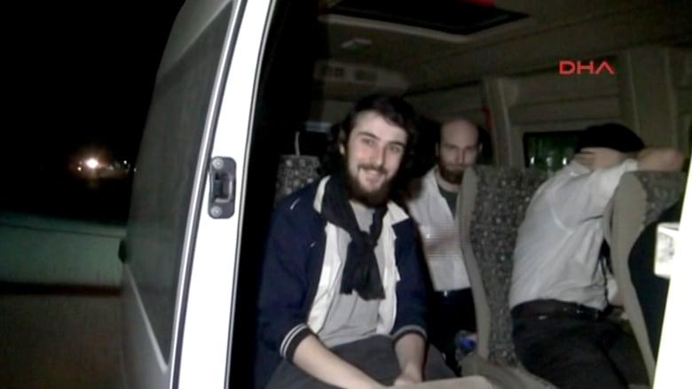 لحظة الإفراج عن 4 صحفيين فرنسيين كانوا رهائن في سوريا