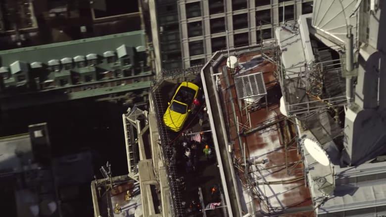 كيف وصلت سيارة فورد مستانغ إلى ارتفاع 86 طابقا؟