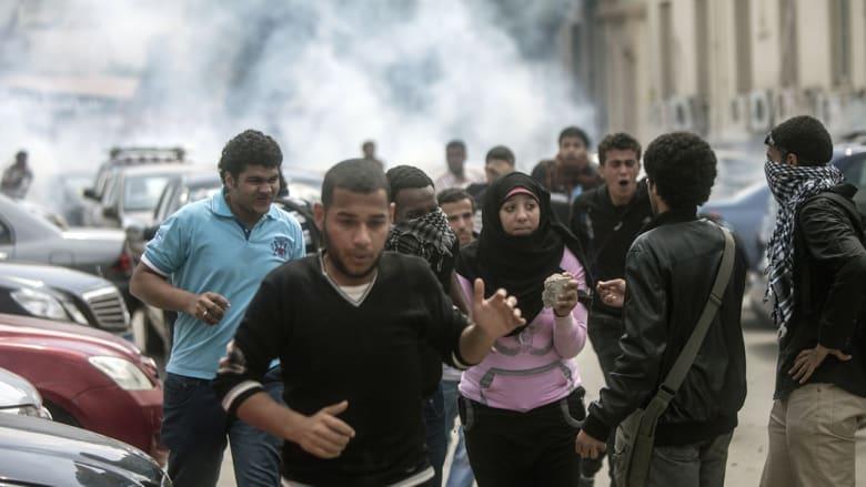 """اشتباكات دامية بجامعات مصر.. وانفجار """"قنبلة بدائية"""" بالجيزة"""