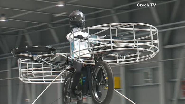 صدق أو لاتصدق.. دراجة هوائية طائرة