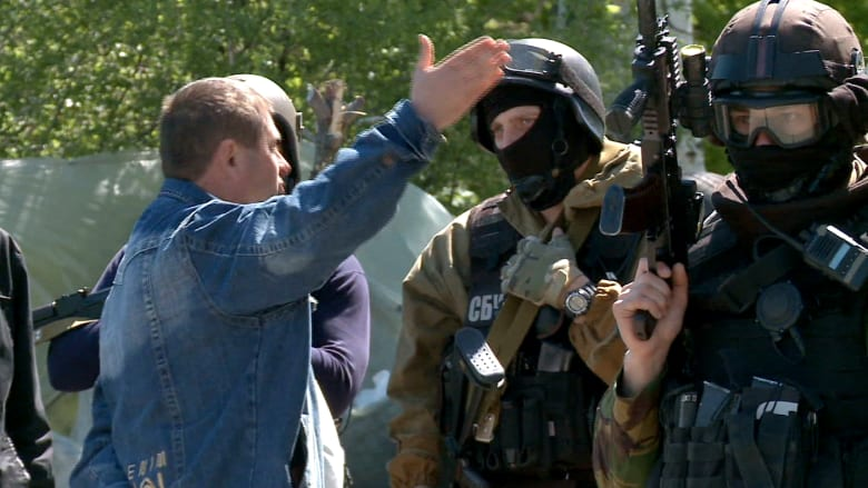 CNN تدخل معاقل المسلحين الموالين لروسيا في أوكرانيا