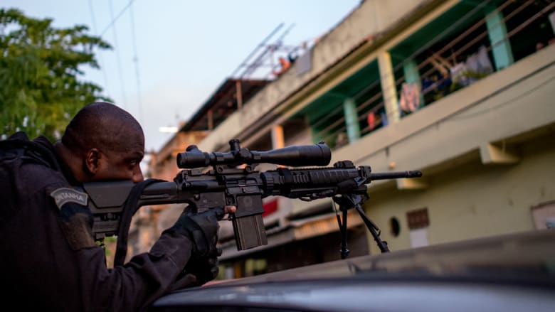 الجيش البرازيلي يحتل منطقة في ريودي جانيرو قبيل كأس العالم