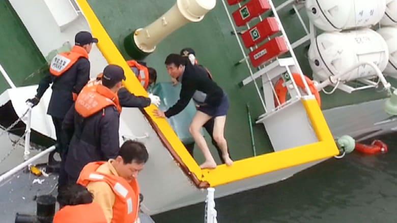 """فيديو انقاذ قبطان """"الكورية"""" يشعل سخط ذوي الغرقى"""