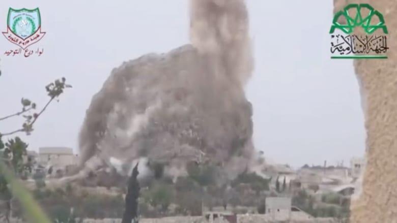 معارضون سوريون ينسفون نفقا تحت نقطة تفتيش حكومية