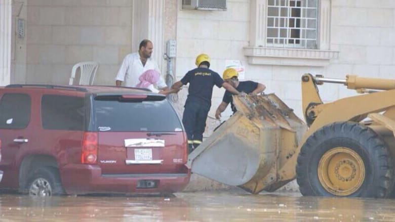 إخلاء منزل حاصرته المياه