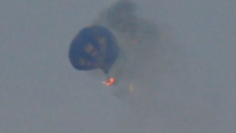 حريق يلتهم منطادا يحمل ركابا بعد ارتطامه بعمود طاقة