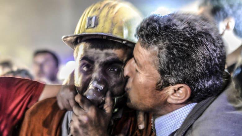 بالصور.. فرحة الناجين وحزن ذوي القتلى وترقب للمفقودين بمنجم تركيا