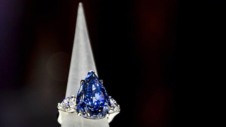 لبنانية تدفع 23 مليون دولار لأكبر ماسة زرقاء في العالم