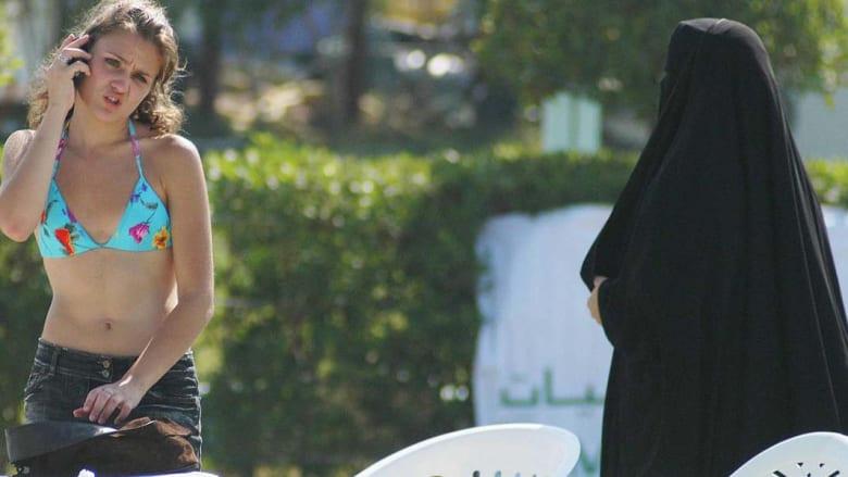 الكويت: لجنة الظواهر السلبية توافق على حظر التعري في المسابح