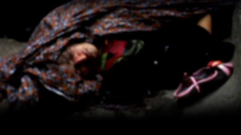 باكستان: امرأة حامل ترجمها أسرتها حتى الموت قرب محكمة