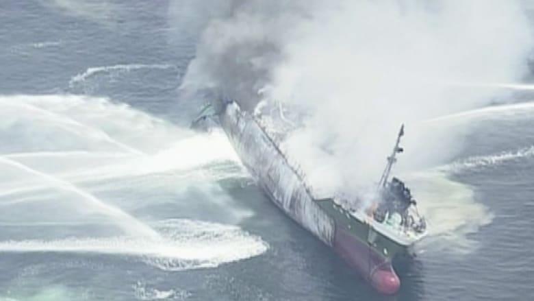 شاهد .. انفجار في ناقلة وقود على سواحل اليابان