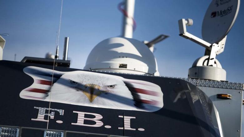 FBI يلاحق رجلاً مجهول النوايا وعثر على مواد متفجرة بمنزله