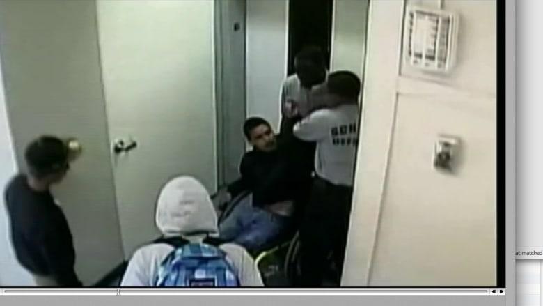 حارسا أمن في مدرسة بكاليفورنيا يعتديان على طالب مقعد