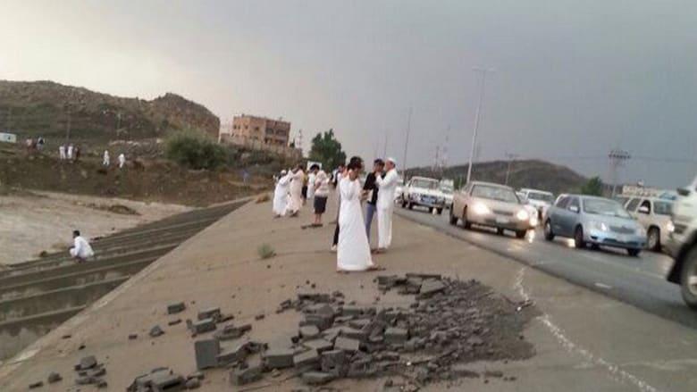 السعودية.. سيول في عز الصيف في الطائف