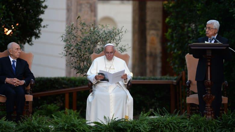 """عباس وبيريز باجتماع """"غير اعتيادي"""" في الفاتيكان تلبية لدعوة بابوية"""