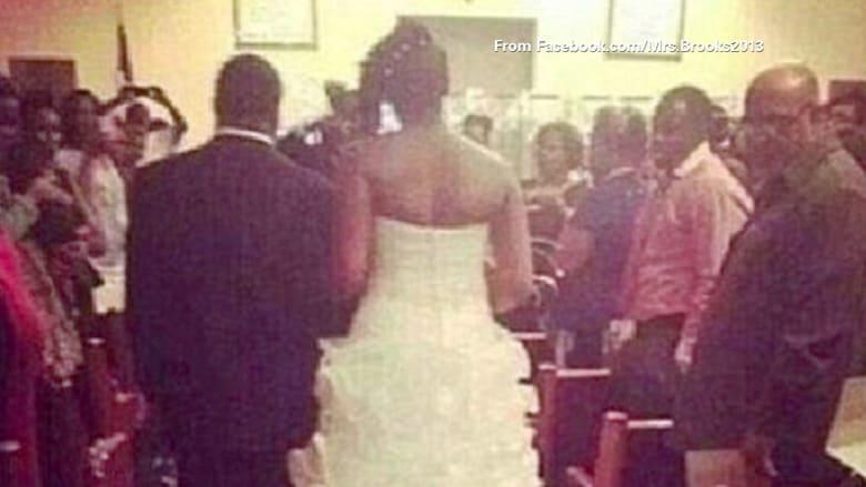 عروس علقت طفلها الرضيع على فستان عرسها.. ولكن أين؟