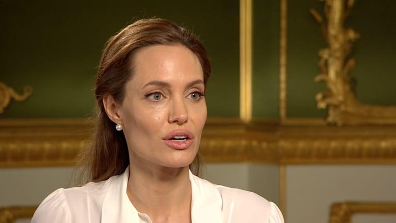 أنجلينا جولي تشرح سبب مساعدتها للمعنفين جنسيا وموقفها من ترشح كلينتون