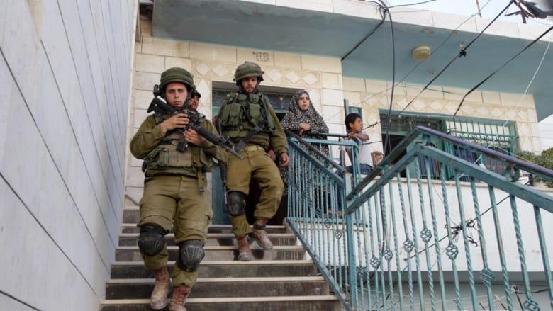 """نتنياهو يتهم """"حماس"""" بالوقوف وراء اختفاء 3 إسرائيليين.. واعتقال 80 فلسطينيا"""