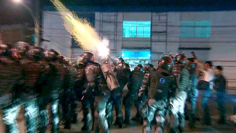 متظاهرون وغاز مسيل للدموع في محيط مباراة الأرجنتين مع البوسنة