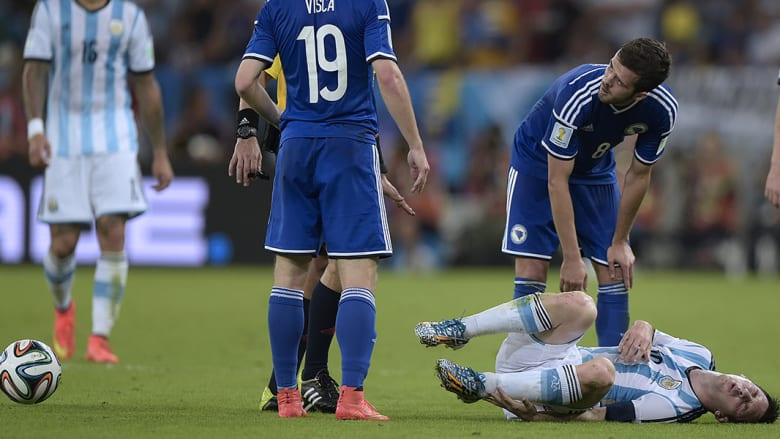 إصابة خفيفة للنجم ليونيل ميسي خلال المباراة.