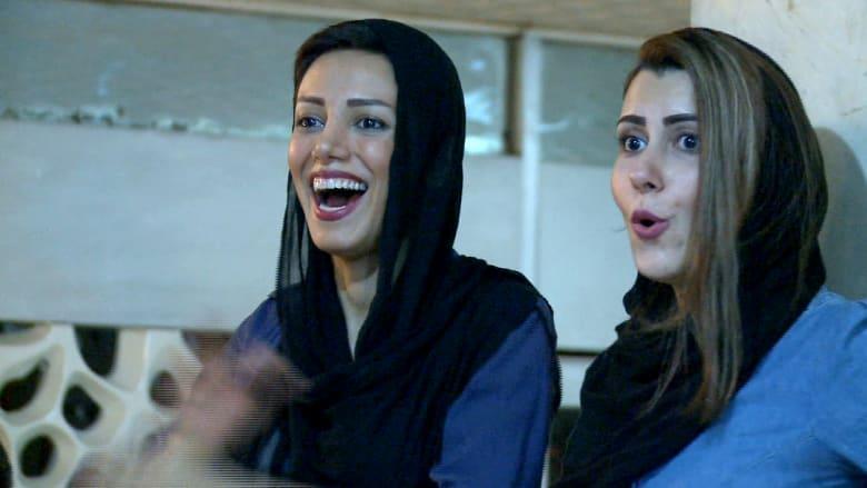 نساء إيران في المقهى مع الرجال لتشجيع منتخب البلاد