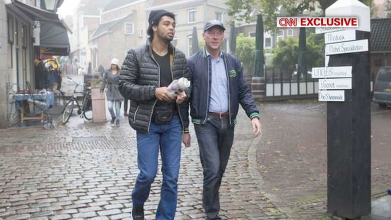"""أب غير مسلم يقتفي آثار ابنه """"الجهادي"""" في سوريا"""