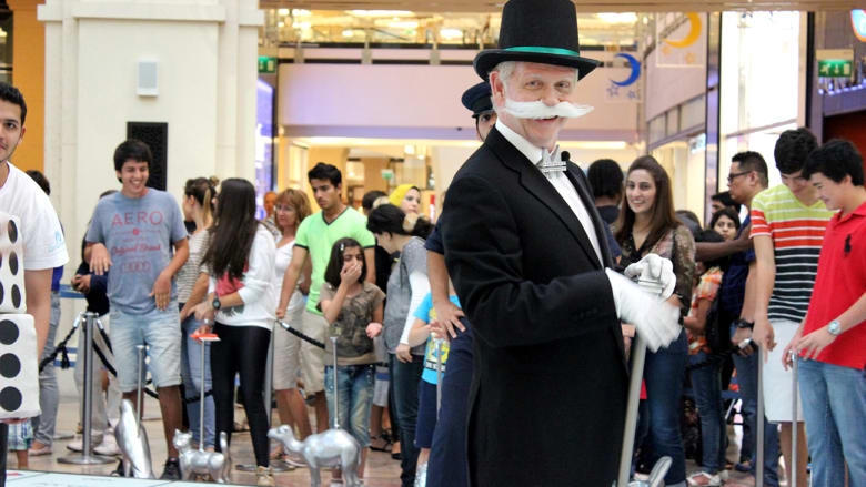 """لعبة """"مونوبولي"""" ضخمة تشجع التسوق في مراكز دبي التجارية"""