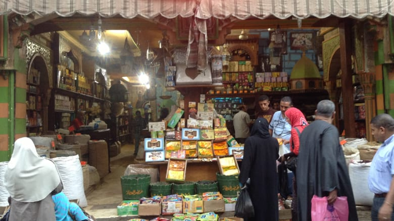 جولة في شوارع القاهرة .. بين الياميش والفوانيس