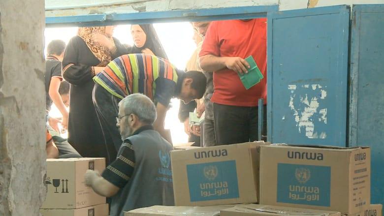 غزة.. بين مطرقة القصف وسندان الفقر