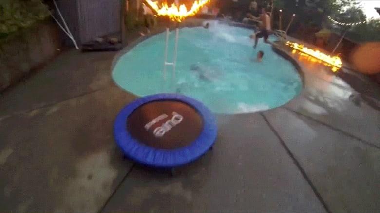 كرة السلة بأسلوب جديد.. الكرة تسبح.. والسلة مشتعلة